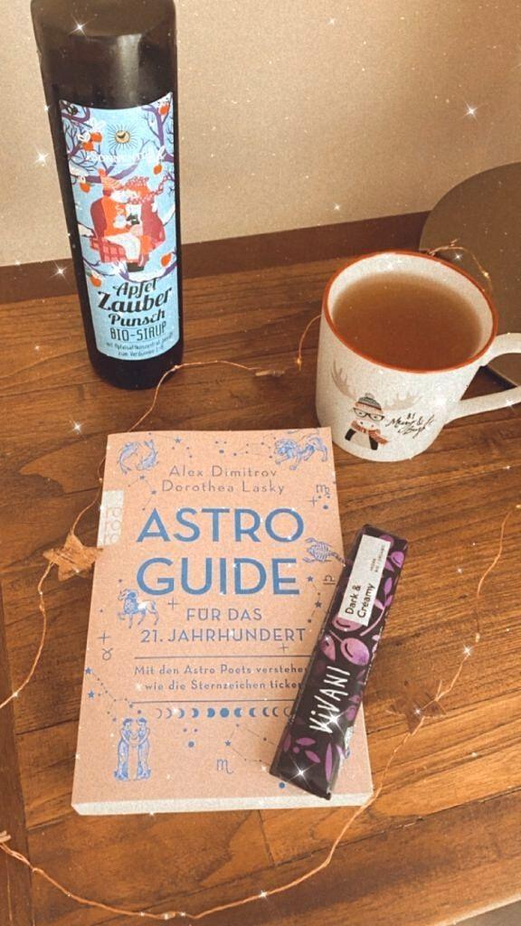 Buch, Schokolade, Apfelpunsch